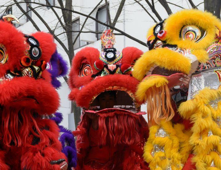 Paris: La danse du lion ouvre le nouvel an chinois